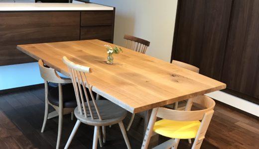 【飛騨産業の納品事例⑤】森のことばの存在感のあるテーブルに飛騨のバラバラチェアの組合せ